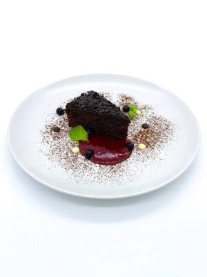 Csokoládé torta málna coulis-val