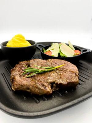 Steak variációk, ruccola salátával és szarvasgombás burgonyapürével (Rib Eye)