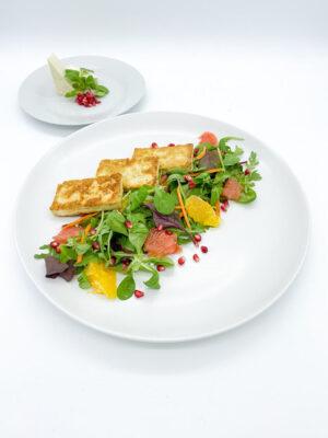 Sült tofu citrusos salátával, gránátalmával